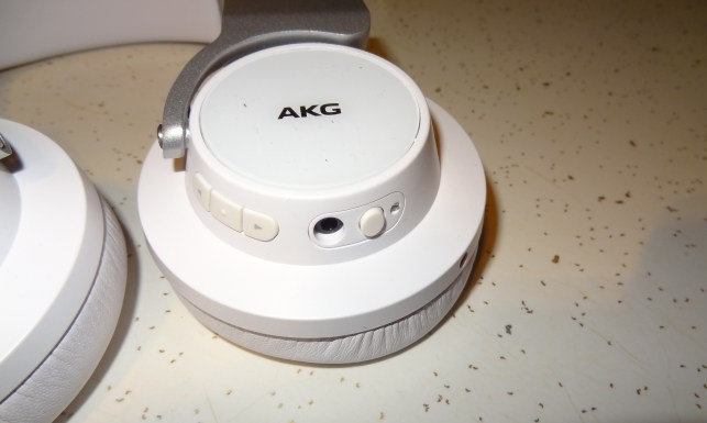 AKG K845BT (4)AKG K845BT On-Ear Headphones [Review] - Button on Ear cup