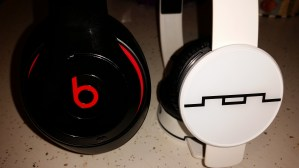 Beats Studio Wireless Vs. SOL REPUBLIC Tracks AIR (6)