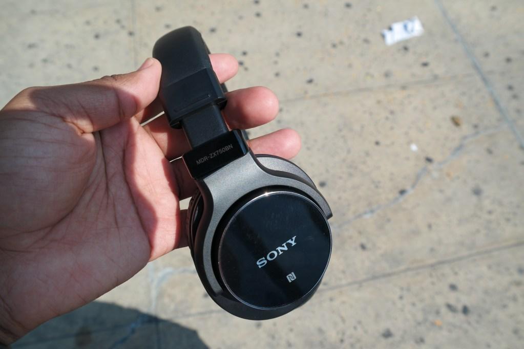 Sony MDRZX750BN wireless headphones 1