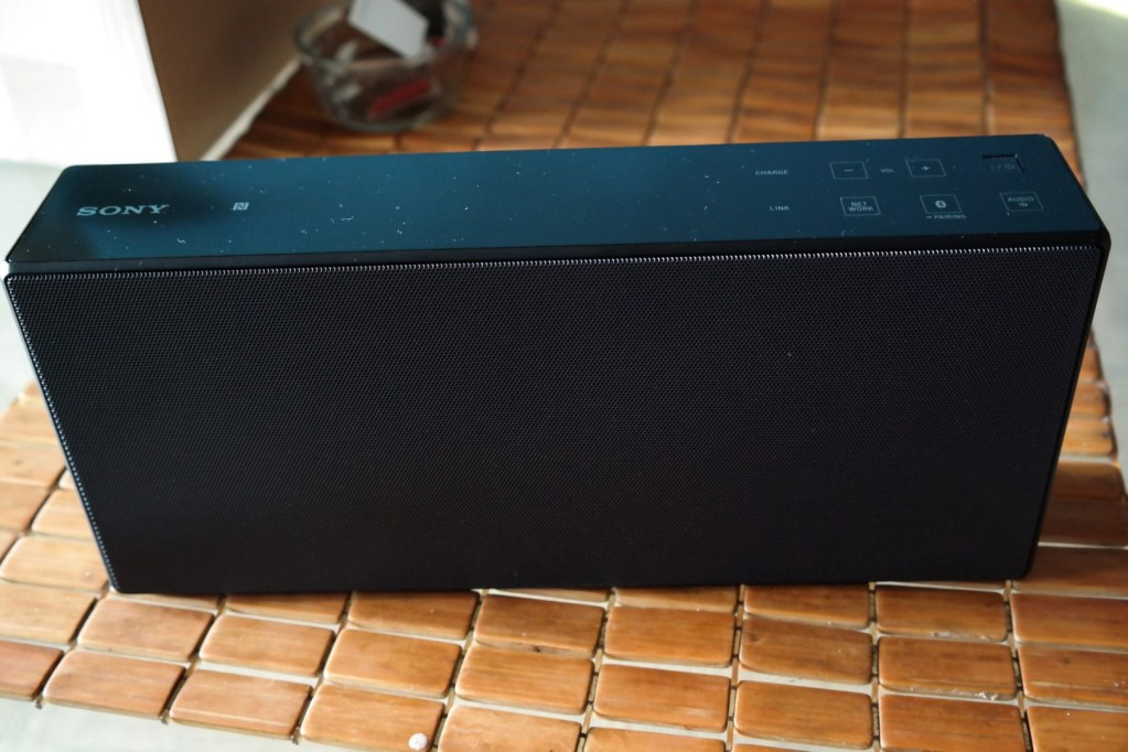 Sony-SRS-X7-Wireless-Speaker 2