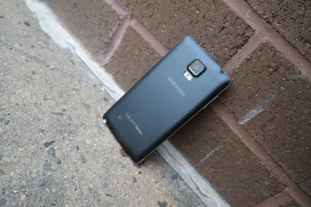 Samsung Galaxy Note 4 outside