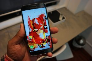Samsung Galaxy S6 Edge hand