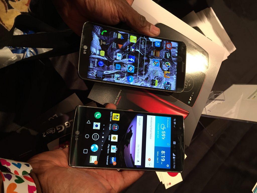 LG G Flex 2 vs LG G Flex side by side